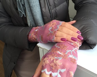 Fingerless lace gloves. Lace Gloves in Pink with a Flower Pattern.  Stretch lace. Bride, bridesmaid.