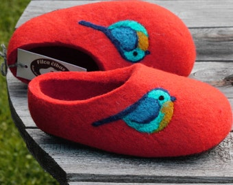 Felted kids slippers-  wool slippers for children- natural wool slippers. Felted Soft Wool Slippers.Red  with Birds decor.