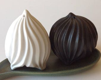 Carved porcelain salt & pepper set in black and white, optional green tray