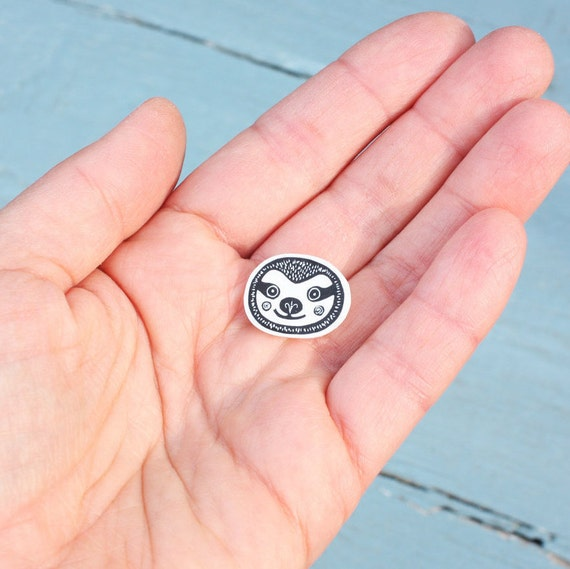 sloth pin - free postage in the UK
