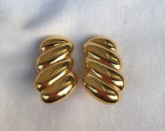 Signed Monet Abstract Gold Tone Earrings. Black Enamel Golden Metal Open Work Statement Earrings Vintage Monet Large Clip On Earrings