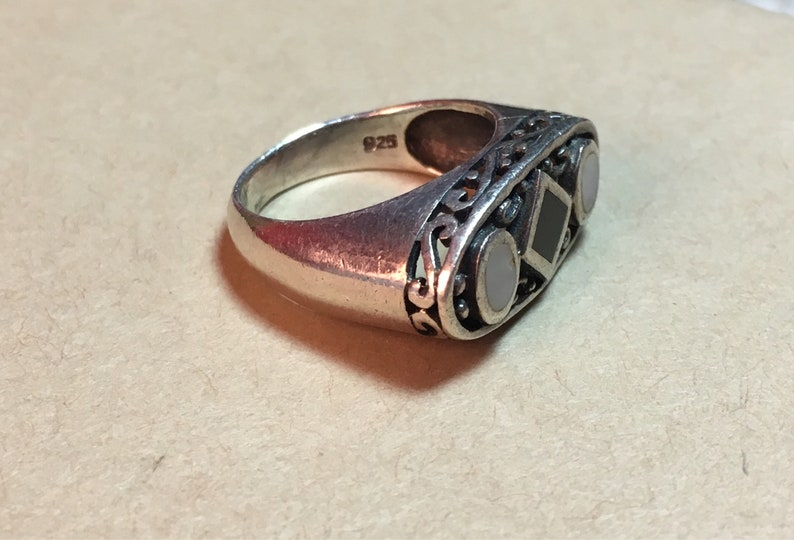 Sterling Silver Mother of Pearl and Onyx Filigree Ring Size 7