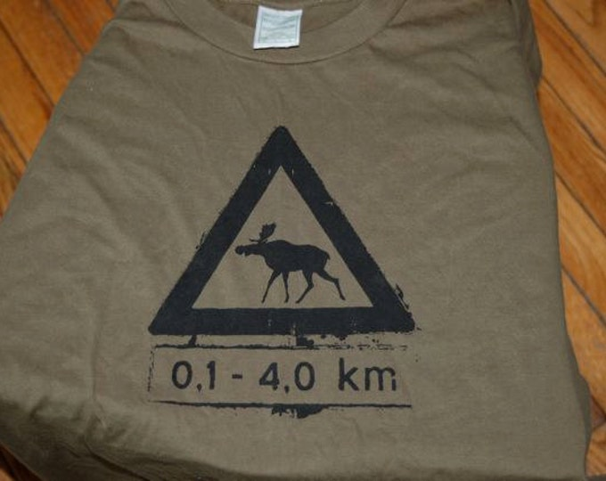 Norwegian Moose Crossing Tshirt Large Adults Army Green