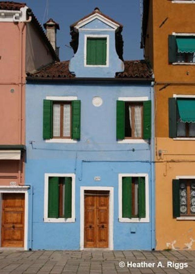 Blaues Haus Mit Grunen Fensterladen Burano Italien Foto