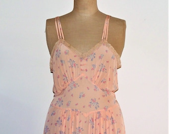 1930s 1940s Full Length Nightgown, Nightie - Peachy Pink Floral - Stunning Design and Condition - Larger Size