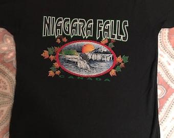 9dcabc27f68a Vintage Canada Niagara Falls Canada T-shirt. Canada. 90 s T-Shirt. Niagara  Falls Canada. Canada T-Shirt.