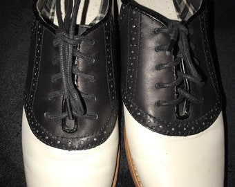 236713feb90c Vintage Black and White Bass Saddle Shoes. Women s Bass Saddle Shoes. White  and Black Oxford Shoes. Bass Shoes. Size 7.5