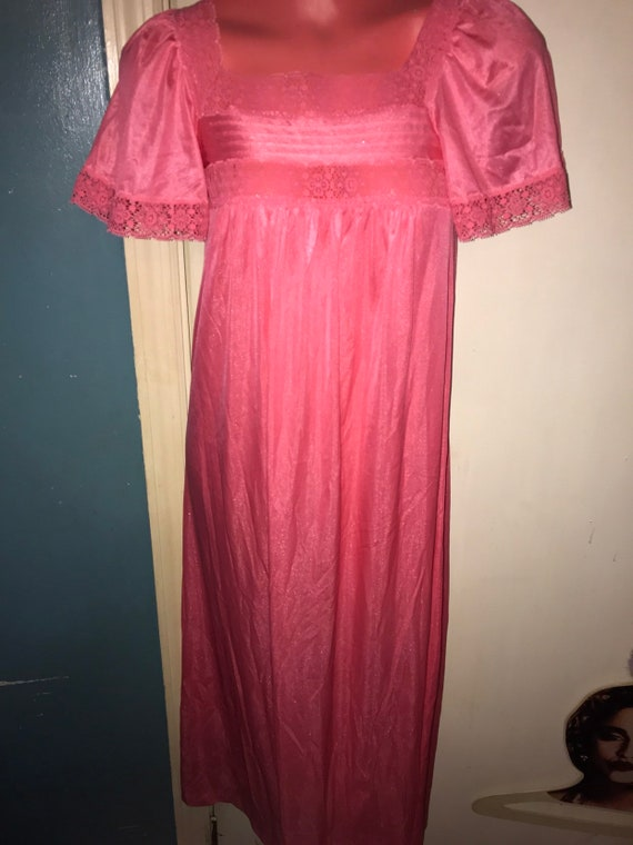 1970's Nightgown. Vintage Salmon Pink Nightgown. 1