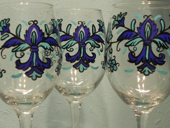 Feather Fleur de lis Wine Glass