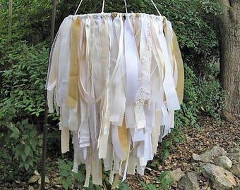 Mariage de lustre, lustre en tissu, décoration de mariage, douche partie Decor, ruban Mobile, cérémonie de mariage, Boho décor, décor de mariage