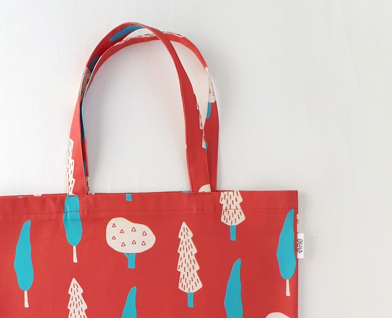 The perfect bag for shopping. Shoulder bag in red made of Organic Cotton