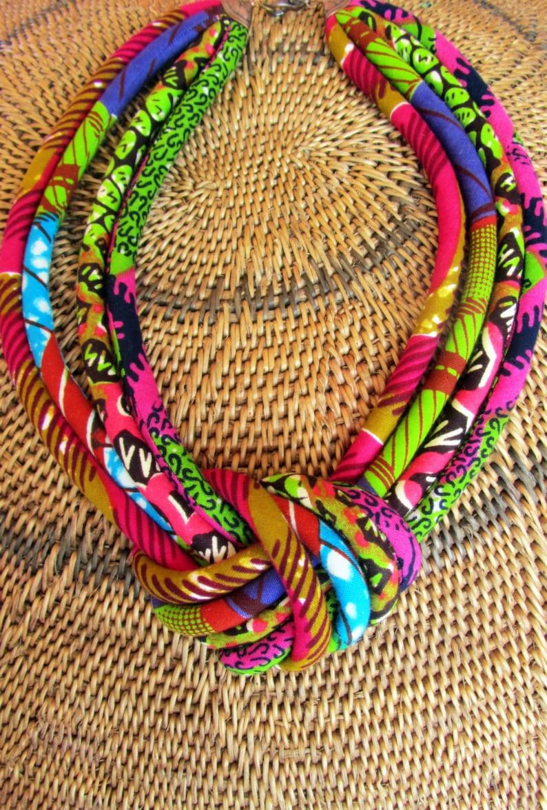 950b73c469be Cera africana collar babero   cable de tela collar de nudo