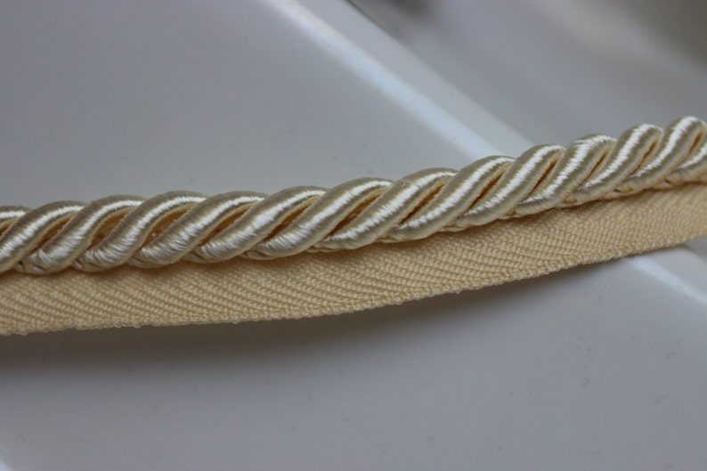 Large Lip Cord Ivory Twisted 38 10mm By The Yard 3-Ply  Upholstery  Weddings  Sewing  Quilting  Crafts