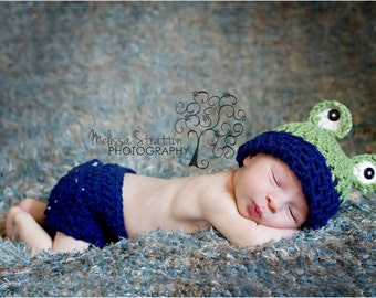 Newborn or 0-3months  baby Frog diaper   cover hat set crochet  0-3months Newborn photo props photography boy