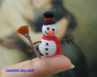 1 inch miniature snowman - Tiny amigurumi crochet snowman, Christmas gift, Xmas gift, snowman