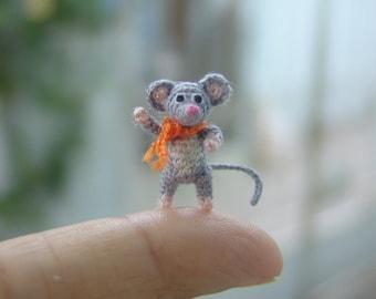 miniature art grey mouse - micro amigurumi crochet animal - dollhouse decoration - 0.7 inch