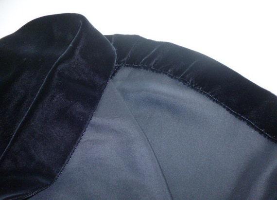 1940's Velvet Black Circle Skirt and Bolero Jacket - image 3