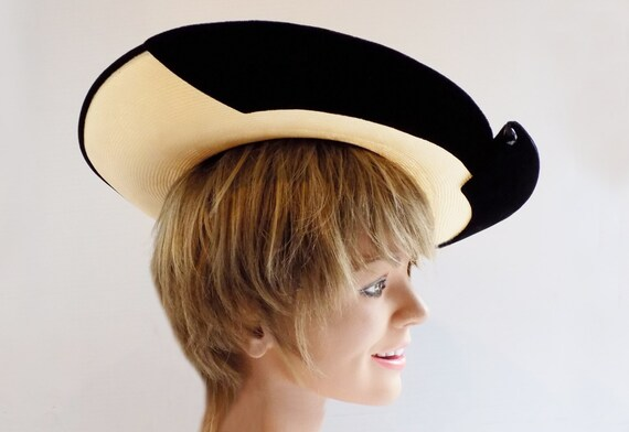 1950s Straw and black velvet wide brimmed hat by … - image 3