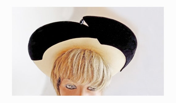 1950s Straw and black velvet wide brimmed hat by … - image 2