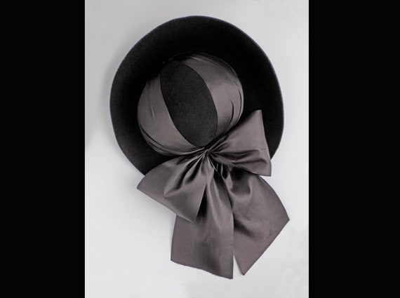 Rare 1930s black slouch hat with wide ribbon and … - image 1