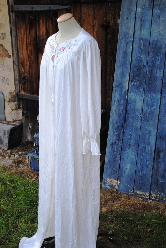 Vintage Satin Embroidered  Peignoir Robe Dressing… - image 3