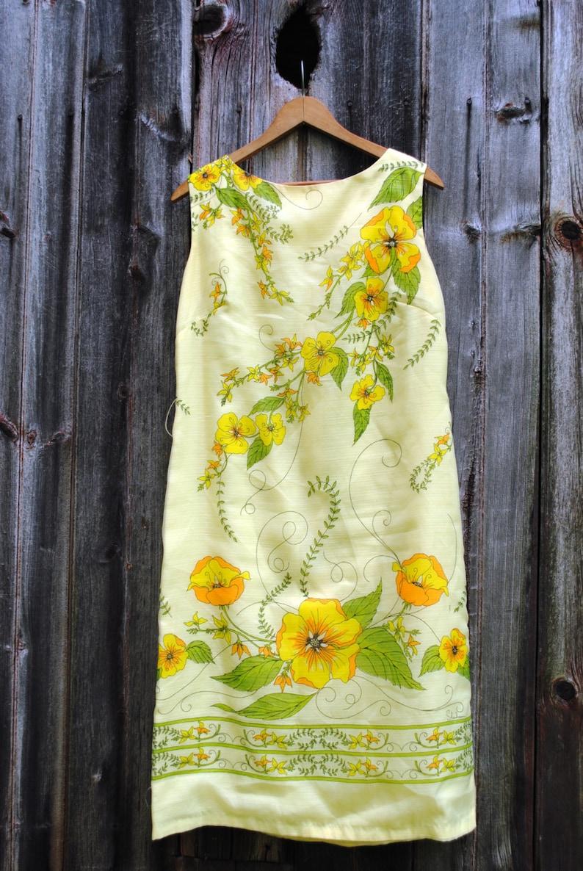 Alfred Shaheen Vintage Printed Yellow Hawaiian Floral Sheath Dress