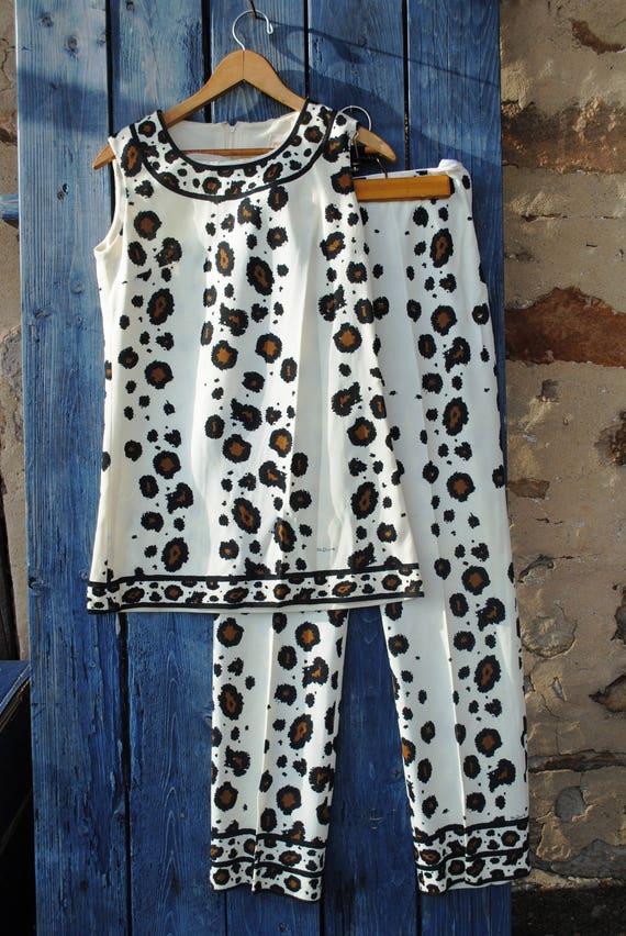 Gorgeous Mr. Dino Vintage Leopard Print Hostess Se