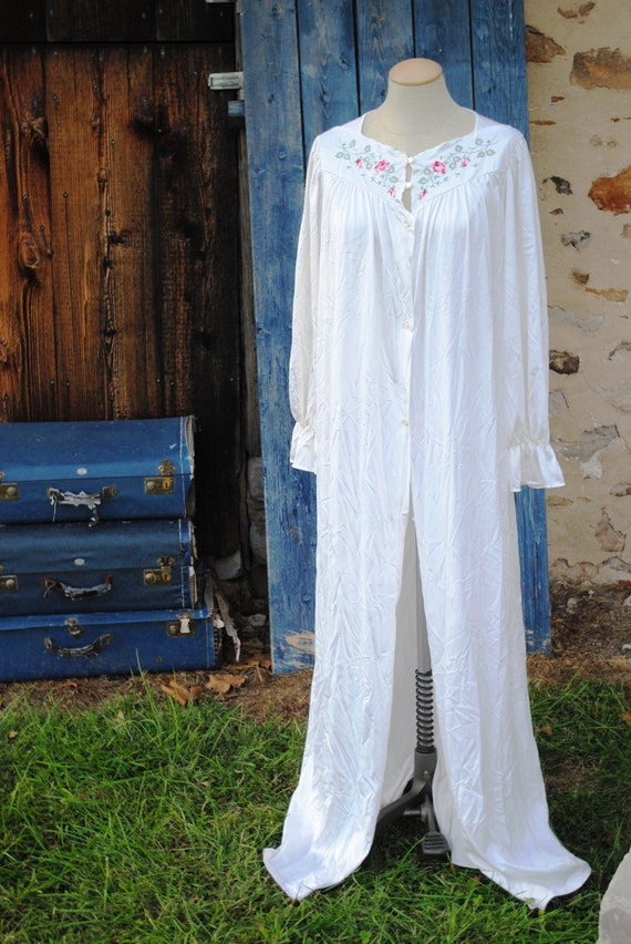 Vintage Satin Embroidered  Peignoir Robe Dressing… - image 2