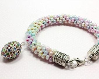 "American Girl Doll 3.5/"" Pastel Easter Elastic Pearl//mult-color Glass Bracelet"