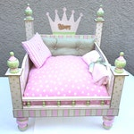 Pet Bed all the Glitz and Glamor. FREE SHIPPING!