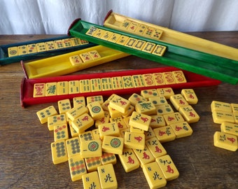 Vintage Mahjong Set Leatherette Case Bakelite Tiles 152 piece Chinese Game by Lowe 1950s