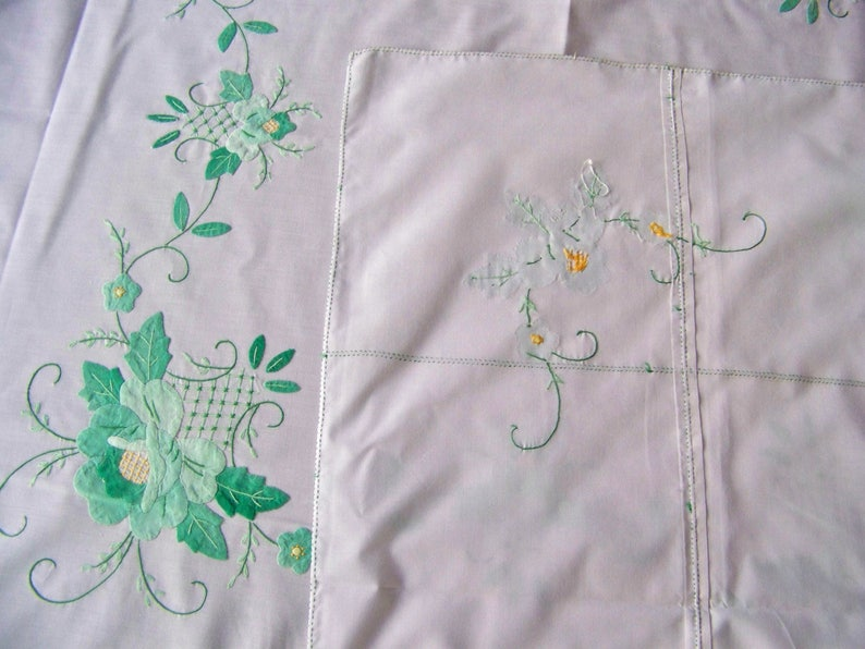 Vintage Tablecloth With Napkins Floral Applique Embroidered Fine Linen
