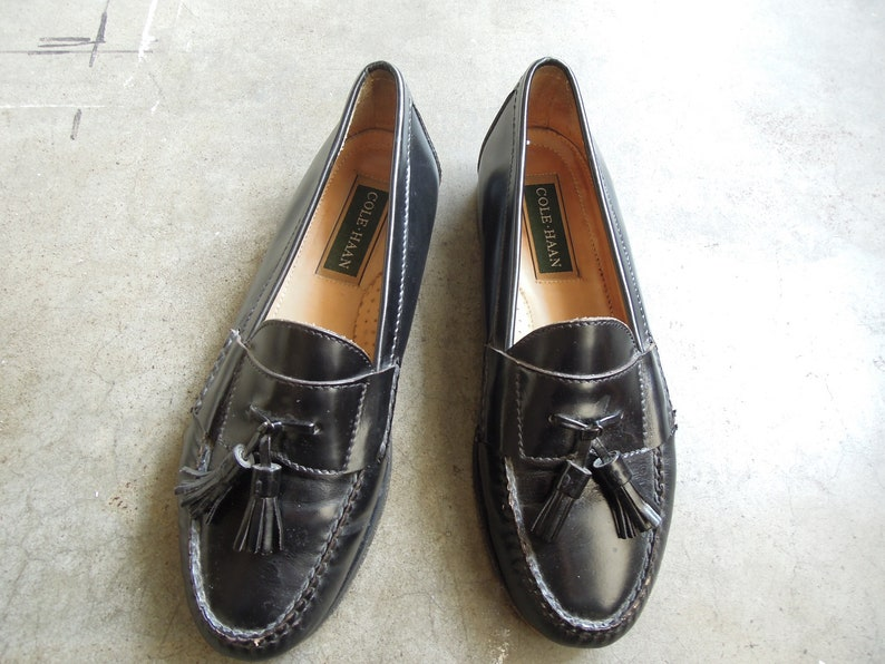 a1f97397522ae Vtg Mens Shiny Leather Tassel Penny Loafers Black Slip On Shoes Cole Haan  Mens size 8.5 D Shoes 90's vintage 1990s Vintage Mocassin