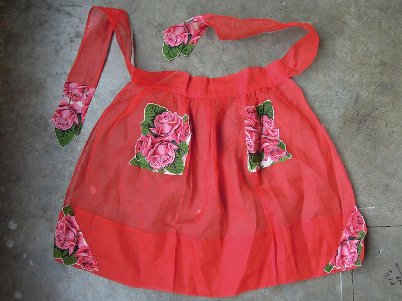 Vtg 50/'s Red Sheer Beautiful Rose Floral Print Handmade Skirt Apron 1950/'s Vintage Antique Womens Hip Pockets Size S Small