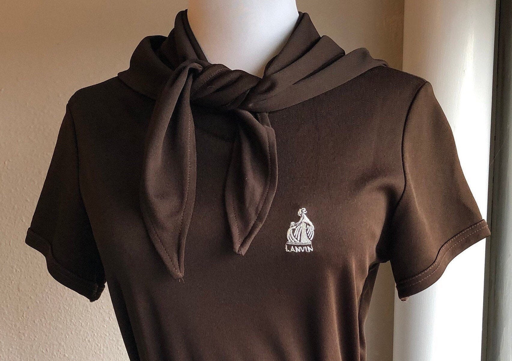 Vintage Scarf Styles -1920s to 1960s 70S Lanvin Paris New York Dark Brown Poly Jersey Knit Belted Scarf Tie T Shirt Dress Sz S 1970S Designer Vintage Embroidered Logo Short Slv $148.00 AT vintagedancer.com