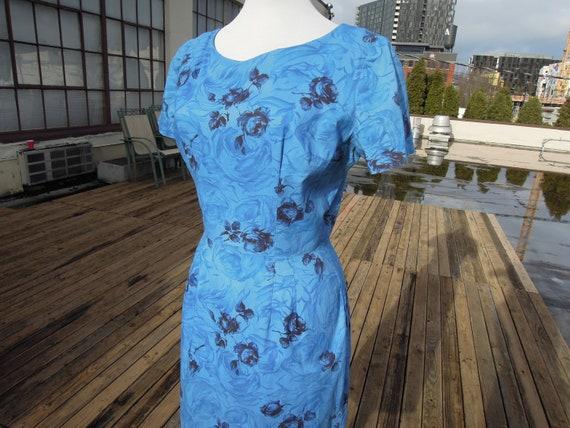 Vtg 1950s cotton blue floral rose print wiggle dre