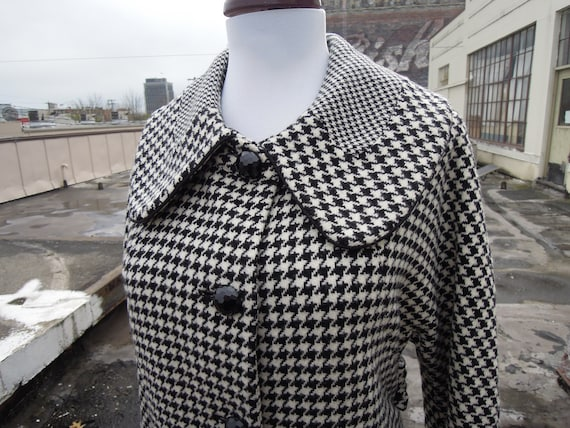 c60939e578 Vtg Tweed Plaid Houndstooth Check Woven Soft Wool Overcoat Mod Mad Men  Style Black n' Ivory Small Medium 1990's Does the 60's