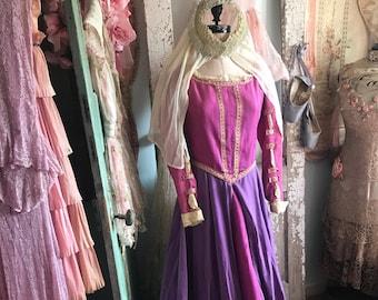 47c64728832b7b Vintage Renaissance prinses kostuum jurk Paars velours donker roze Taffeta  met hoofdtooi