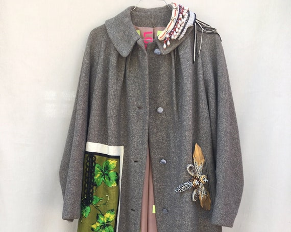 Gray Wool Wide-Fit Batwing Long Coat LOLA DARLING Grapes printed Woolen canvas . Bijoux Pins by DAW