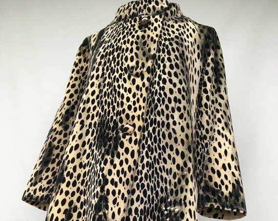Incredible Leopard Eco-Chic Faux Fur Coat LOLA DARLING Velvet Animalier Print Jacket Black Spotted Painted Metal Studs Three Quarter Sleeve