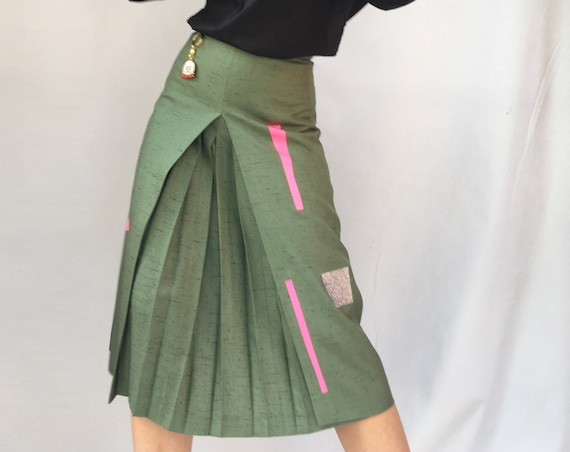 Green Linen Skirt LOLA DARLING Central Fold, A-Style, High Waisted Skirt with Knee Length Geometric Prints Foil Glitter and Fuchsia. Unique