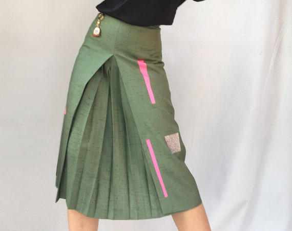 Green 70s Linen Skirt LOLA DARLING Central Fold A-Style High Waisted Skirt with Knee Length Geometric Print Foil Glitter and Fuchsia. Unique
