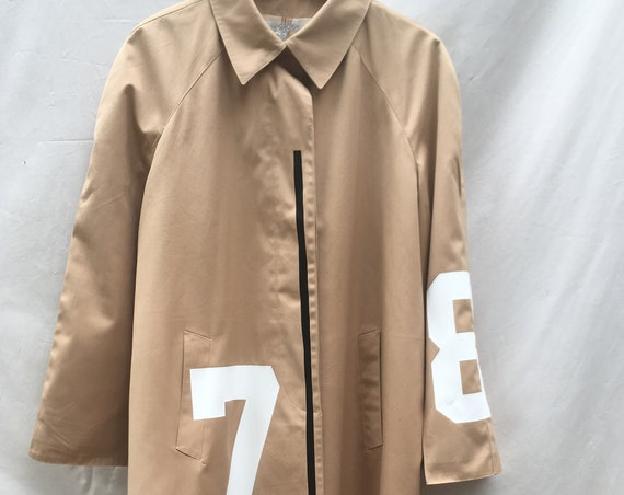 Beige knee-length Raincoat, LOLA DARLING Trench Coat. 7 8 White Numbers and Silver Glitter Patch Printed. NEW Collection 20