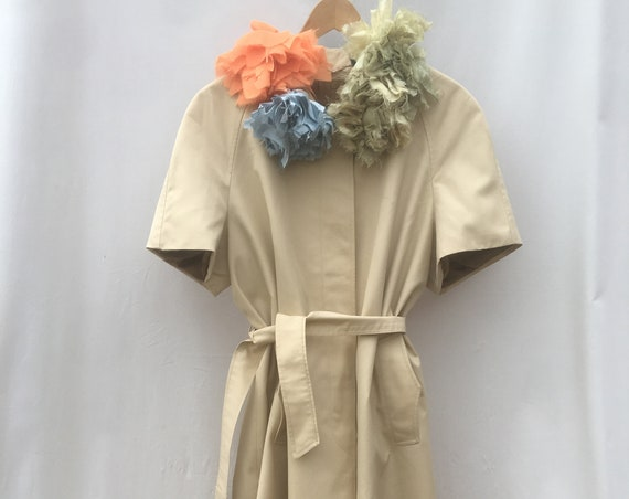 Short-sleeved duster trench coat with flowers and belt LOLA DARLING