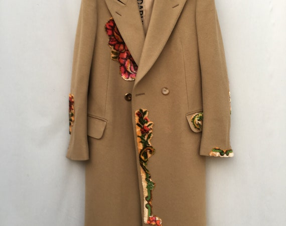 New Collection LOLA DARLING Beige Coat with carpet embroidered over. Printed Lining