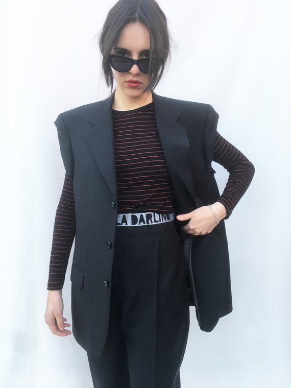 Raw Cut Sleeves Black Tailored Blazer LOLA DARLING Light Wool Sleeveless Gender fluid Unisex Jacket Print Logo on Back. Men's suit Jacket 1