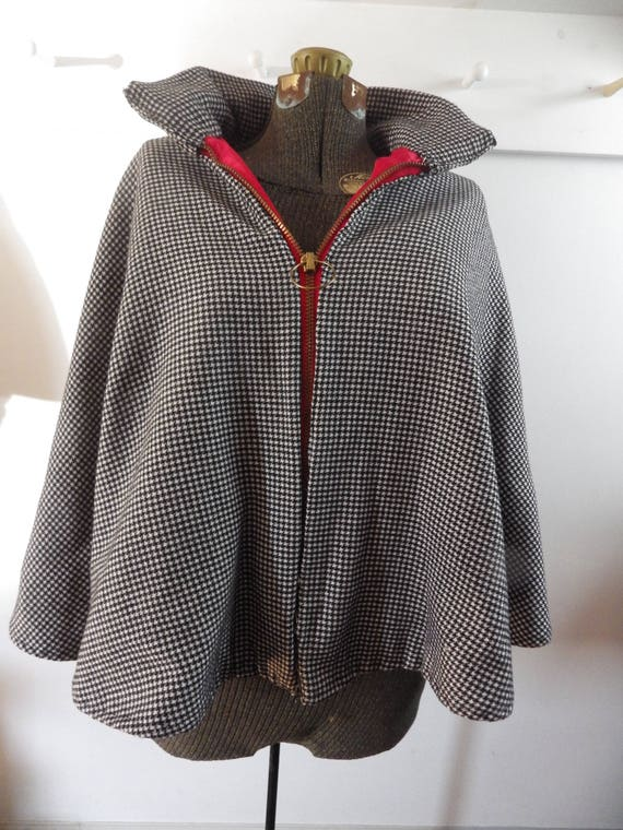 Gorgeous 1950s wool houndstooth zip front cape