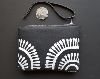 Tribal print canvas clutch wrsitlet