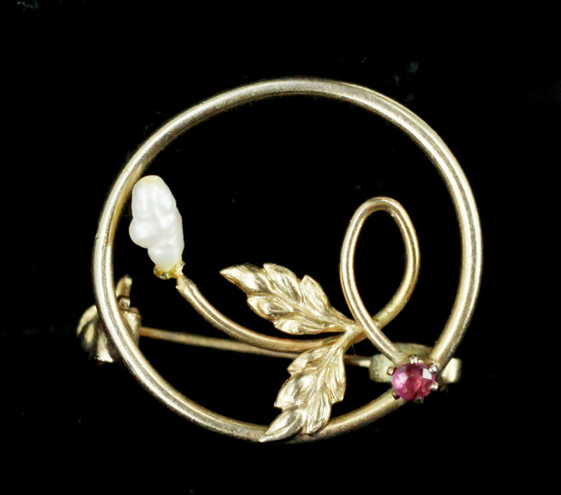 Vintage Gold Filled Genuine Pearl /& Pink Spinel Round Leaf Pin  Vintage Pin   Vintage Jewelry  freshwater pearl jewelry  gift for her