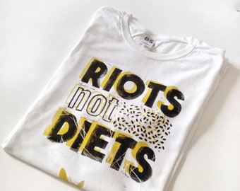 TSHIRT UNISEX handprinted- motto riots not died-white with yellow quote